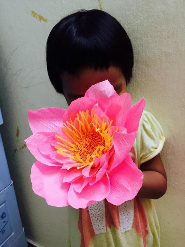 """Mẹ đơn thân mê phượt tỉ mẩn trang trí căn phòng với những bông hoa """"khổng lồ"""" tặng con gái - 7"""