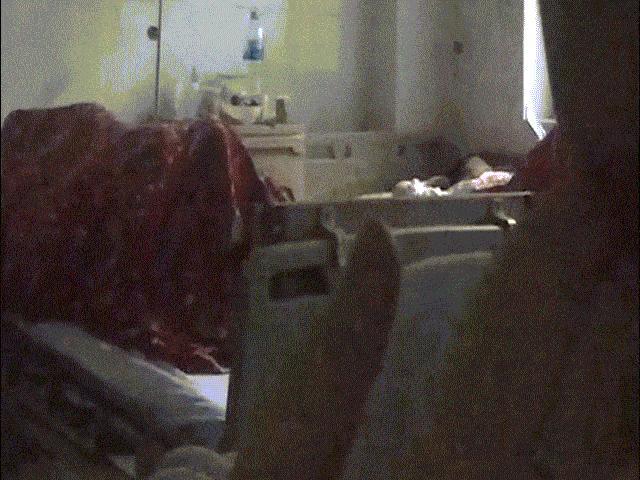 Cặp đôi trùm chăn mây mưa trên giường, coi bệnh viện như chốn phòng the khiến MXH dậy sóng