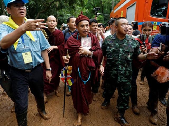 Lời tiên tri huyền bí của nhà sư Thái Lan về đội bóng mất tích 9 ngày trong hang động