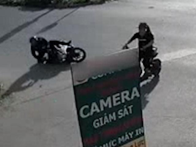 Gặp phải Ninja xe đạp điện, chàng cảnh sát có pha xử lý như ngôi sao phim hành động