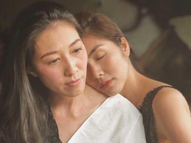 Vợ Phạm Anh Khoa mặt buồn rười rượi, được Tăng Thanh Hà tựa vai động viên