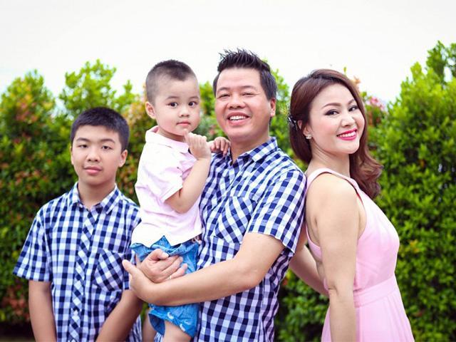 Ca sĩ Đăng Dương tủi thân khi vợ xinh đẹp không dành thời gian cho mình mấy tháng sau sinh
