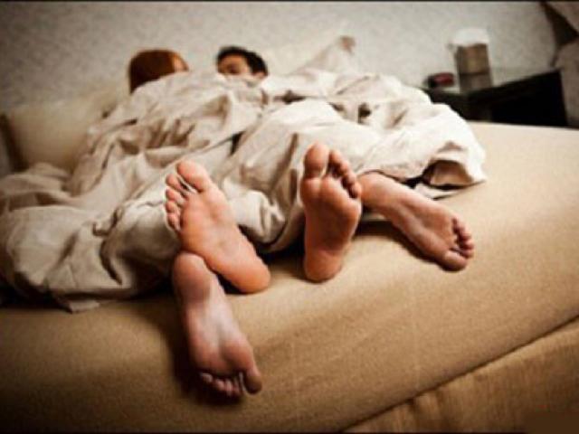 Chia tay bạn trai, nữ sinh lớp 12 bị tung ảnh giường chiếu tống tiền