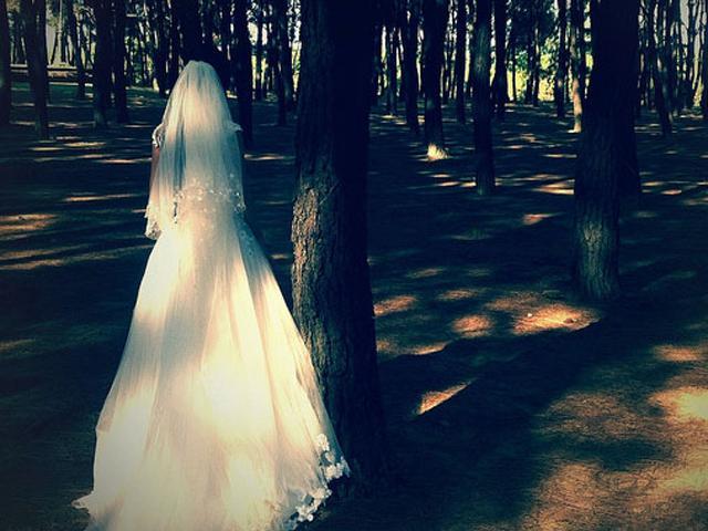 Cô dâu biến mất trong hôn lễ, chú rể đã có hành động khiến hai gia đình choáng váng