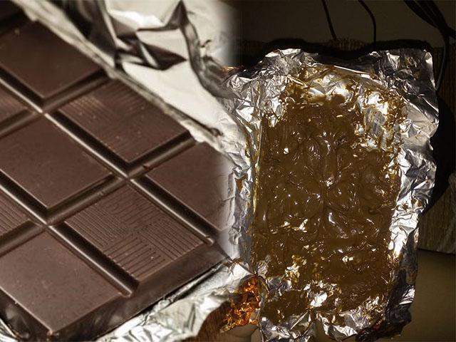 Đòi người yêu mua socola, cô gái dở khóc dở cười khi bóc gói kẹo