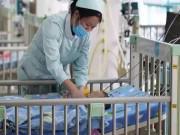 Làm mẹ - Bé 2 tháng ngủ chung với bố mẹ, hôm sau bác sĩ nói trẻ bị tổn thương nhiều cơ quan