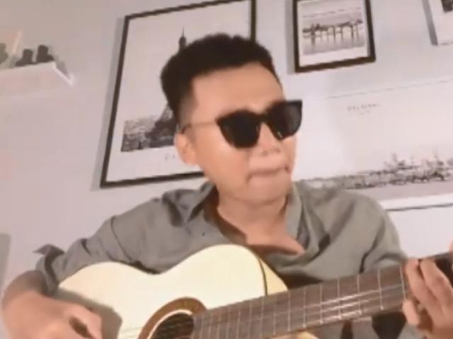Mr Cần Trô Xuân Nghị lần đầu khoe giọng ca ngọt như mía kèm tài guitar cực chất