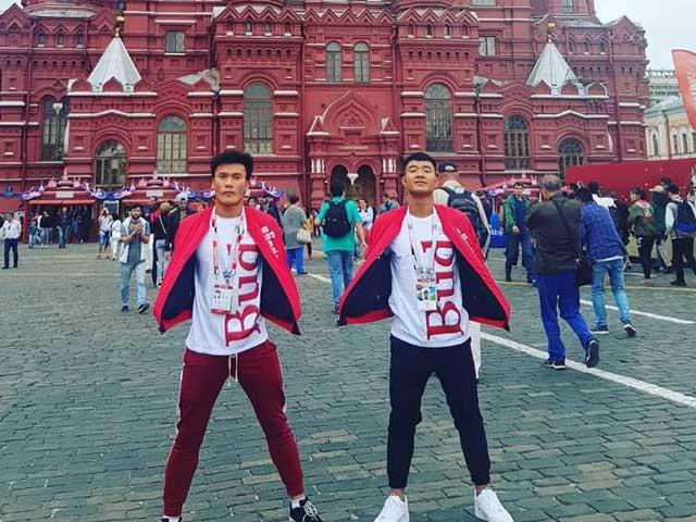 Chuyện lạ có thật: Bùi Tiến Dũng - Đức Chinh diện đồ đôi tới Nga trao giải tại World Cup
