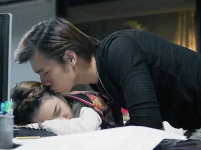 Ngày Ấy Mình Đã Yêu: Nhan Phúc Vinh lén lút hôn Nhã Phương khi cô đang ngủ
