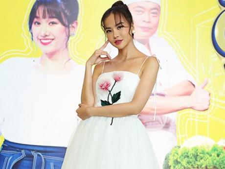 """Vắng Hari Won, Hoa hậu Kiều Ngân úp mở muốn thay thế đàn chị """"cầm trịch"""" chương trình"""