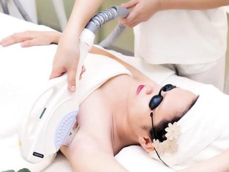Cân đo lợi hại: triệt lông vĩnh viễn bằng phương pháp tự nhiên và công nghệ cao