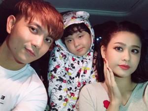 Tuyên bố ly hôn chưa được 3 ngày, Tim và Trương Quỳnh Anh tình tứ dắt con đi chơi