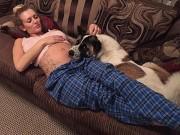 Mẹ bầu 20 tuần thấy lạ khi cún cưng cứ nhìn mình và khóc, đi kiểm tra mới hốt hoảng