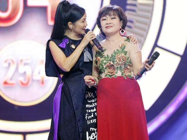Màn song ca đặc biệt của diva Hồng Nhung và cô giáo về hưu gây sốt người hâm mộ
