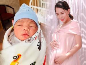 """Cận mặt """"hoàng tử bé"""" bụ bẫm mới chào đời của vợ chồng Hải Băng - Thành Đạt"""