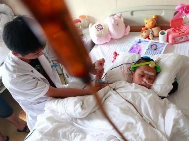 Bé gái 5 tuổi bị ung thư giai đoạn cuối, 6 món đồ ăn vặt tuyệt đối đừng xem nhẹ