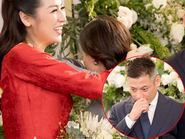 Bố mẹ Á hậu Tú Anh bật khóc trong ngày đưa con gái về nhà chồng