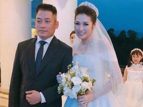 Cận cảnh chiếc váy cưới cổ tích đính 20.000 viên pha lê của Á hậu Tú Anh