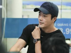 """HOT: 15 năm gặp Kwon Sang Woo """"bằng xương bằng thịt"""", fan bấn loạn vì thần tượng trẻ bất chấp"""