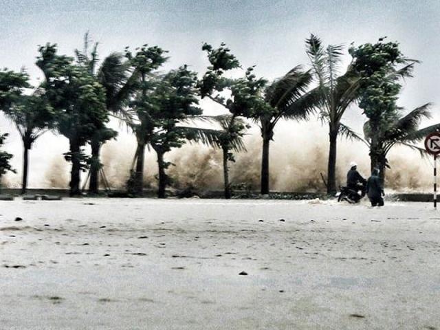 Áp thấp nhiệt đới có sức gió giật cấp 9 cách bờ biển từ Nam Định-Thanh Hóa 240km