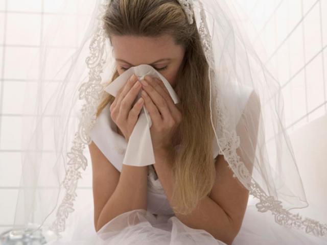 Cô dâu hủy hôn trước lễ cưới 30 phút vì phát hiện bí mật động trời trong tờ giấy lạ