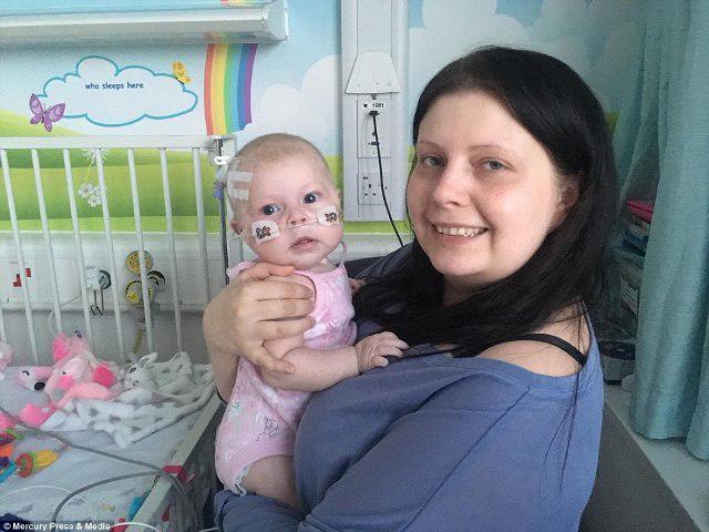 Bé 4 tháng được nuôi trong phòng kín, có thể chết vì một nụ hôn do căn bệnh hiếm gặp