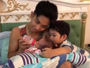 Làm mẹ - Khoe khoảnh khắc bố trẻ Phan Hiển khéo chăm con, Khánh Thi bất ngờ bị bạn bèbắt lỗi sai