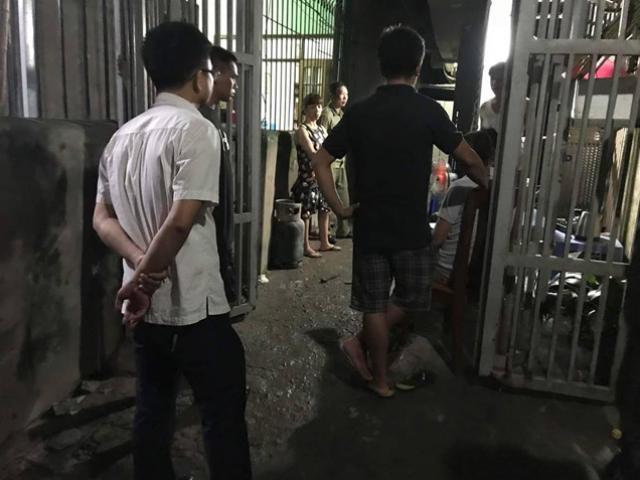 Hà Nội: Con rể xông vào nhà đâm bố vợ cũ rồi đổ xăng, vặn bình gas phóng hỏa