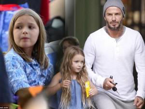 """Beckham từng """"cấm cắt tóc"""" Harper không ngờ cũng có ngày cô bé bị cắt phăng mái tóc dài"""