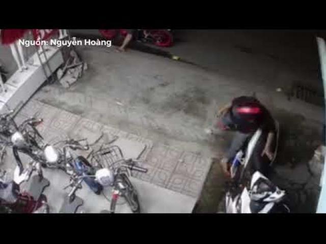 Bẻ khóa xe trong 15 giây, hành vi cướp giật táo tợn của tên trộm khiến người xem bàng hoàng