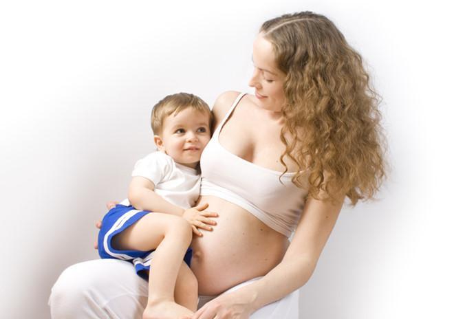 Có nên cho con bú khi mang thai? - 3