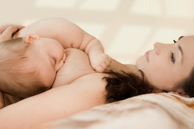 Có nên cho con bú khi mang thai? - 2