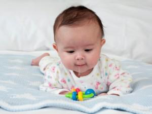 Dấu hiệu trẻ mọc răng mà nhiều mẹ thường không để ý