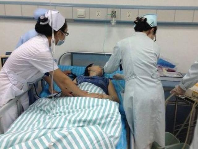 Đang yêu cuồng nhiệt với chồng, người phụ nữ bất ngờ phải nhập viện