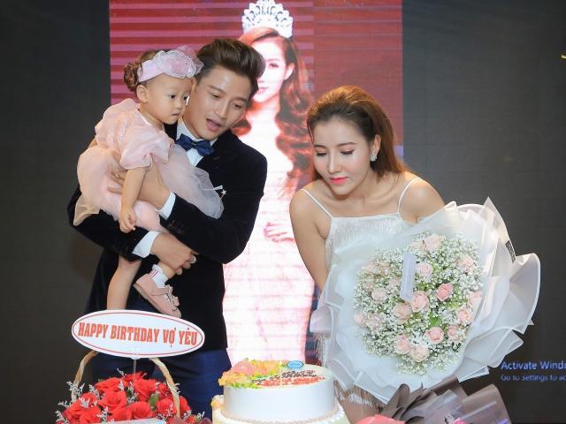 Vợ chồng Á hậu Thanh Tuyền - ca sĩ Minh Quân khoe con gái cưng trong sinh nhật lãng mạn