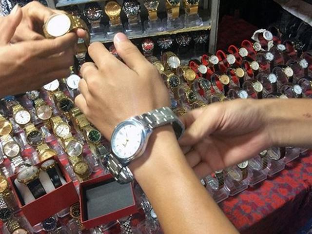 Lật tẩy chiêu trò gian thương bán đồng hồ giả, giá hàng hiệu