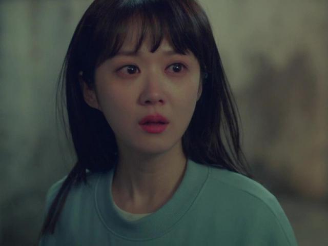 Nhìn thấy mặt chồng sắp cưới của chị gái, tôi bưng mặt khóc nức nở vì một bí mật