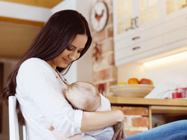 Chuyên gia dinh dưỡng gợi ý những thực phẩm lợi sữa cho mẹ sau sinh