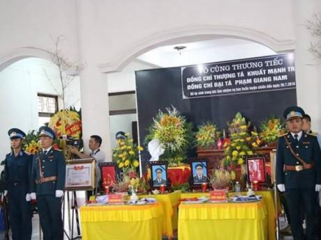 Người thân, đồng đội nghẹn ngào tiễn đưa 2 phi công Su-22U hy sinh ở Nghệ An