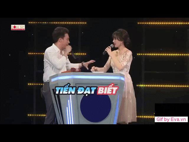 Trấn Thành dỗi khi dẫn chương trình cùng vợ: Tiến Đạt biết rap, anh không biết nha em!