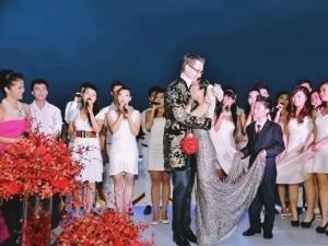 Ngày này năm xưa: Đám cưới độc lạ trên tầng cao của Đoan Trang nhỏ bé bên chồng Tây 1m9