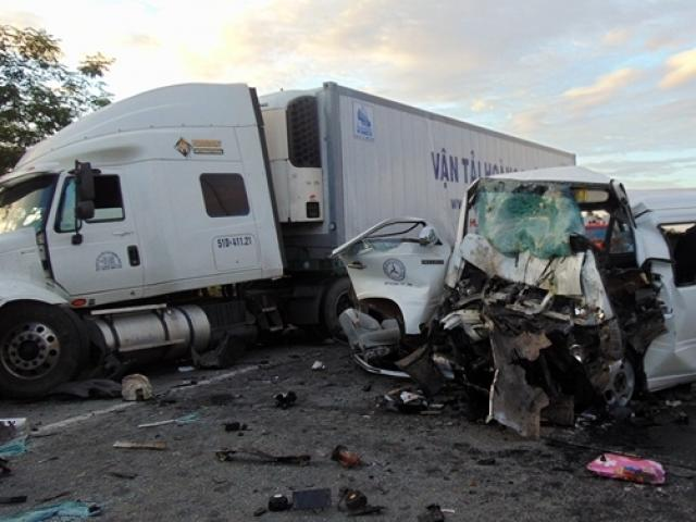 Tiết lộ nguyên nhân ban đầu khiến 13 người tử vong trên xe rước dâu ở Quảng Nam