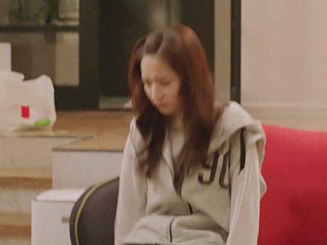 Nhờ Thư Ký Kim, chuyện Park Min Young ngồi bó gối 4 năm trước cũng gây sốt