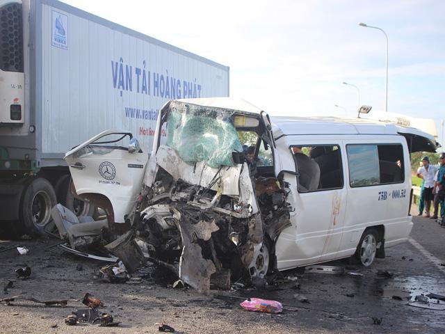 Tin mới vụ xe rước dâu gặp nạn ở Quảng Nam: Chú rể nằm trong số 13 người tử vong