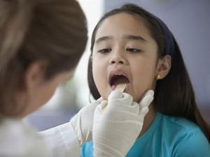 Trẻ bị viêm amidan khi nào cần phải phẫu thuật?