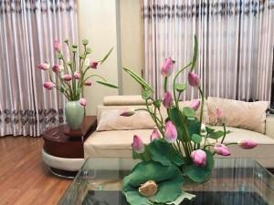 Nhà sáng bừng nhờ muôn cách cắm hoa sen tuyệt đẹp của bà mẹ Hải Phòng