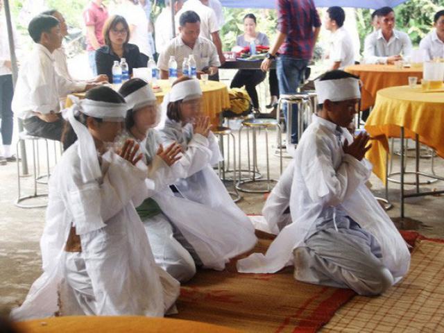 Ngày hỷ thành đại tang ở nơi có 13 người chết: Tình người nơi xóm nghèo
