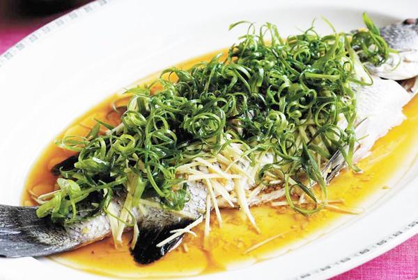 Cá chép hấp bia nóng hổi, thơm ngon cho ngày mát trời - 5