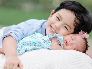 Sao Việt 24h: Tan chảy trước khoảnh khắc dễ thương của hai con nhà Khánh Thi – Phan Hiển