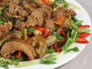 """Bếp Eva - Đảm bảo cả nhà """"mê tít"""" thịt lợn xào sả ớt cay ngon đậm đà mà cách làm siêu dễ"""